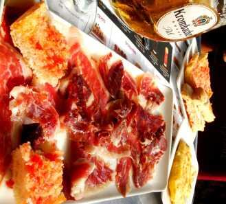 Jamon_Iberico_on_Passeig_de_Gracia_Barcelona-min